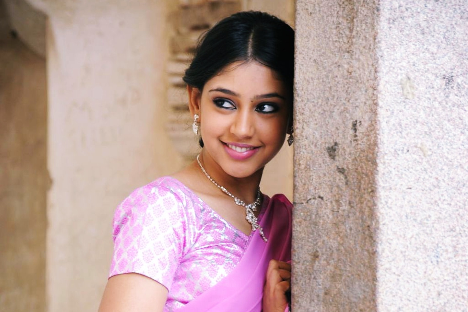 Niti Taylor Background Wallpaper 15247
